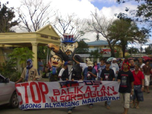 Sorsoganons by the thousands rally against Balikatan